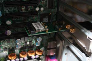 Вставить WiFi-адаптер с ноутбука на ПК в PCIe-разъем материнской платы